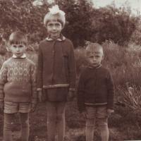 1_Rolandas_is_kaires_Klaipedos_raj_pas_promociute_su_kamunu_vaikais_apie_1972.jpg