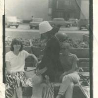 1989_mieste_su_varna_ir_vaikais_sedi_Dina_Kaukiene_stovi_Egle_Jaksyte_Ramanauskiene_IIIjpg.jpg