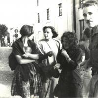 Prie_Teatrabario_1988_As_DaliaLiusia_Albina_Daiva_Remigijus.jpg