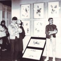 1991_BALTA_meno_bibliotekoje_iš_dešinės_V._Pulokas_dizaineris_tapytojas_Raimis_Navakauskas__V._Puloko_archyvas.JPG