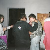 1995_galerija_Bohema_S_Nekraso_parodos_atidarymasKornelija_Krisna_Sigitas.jpg