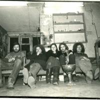 1987_Vasiliausko_dirbtuvese_Puodziu_g_Urbonas_Puzonas_Loreta_Danielius_Titas_Valdas_Ancevicius_nuotraukas__R_Urbono.jpg