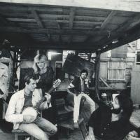 1990_vasara_Beno_Sarkos_teatras_Parodu_rumu_ir_muziejaus_kieme_II_nuotr_A_Darongausko.jpg